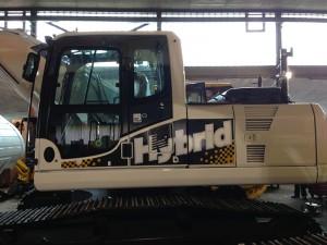 Fahrzeugbeschriftung Kuhn Schweiz Hybrid-Bagger
